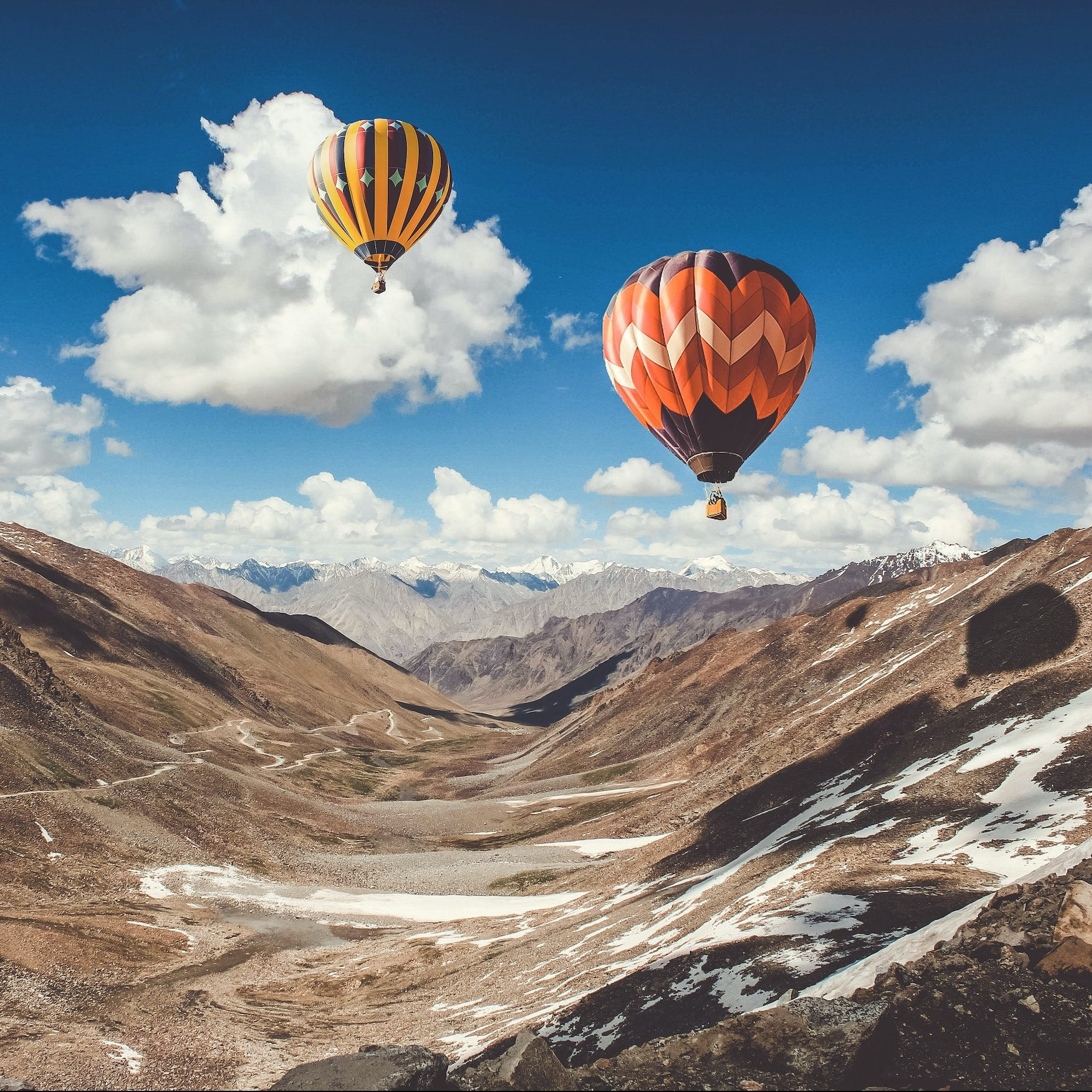 hot-air-balloons-in-the-mountains